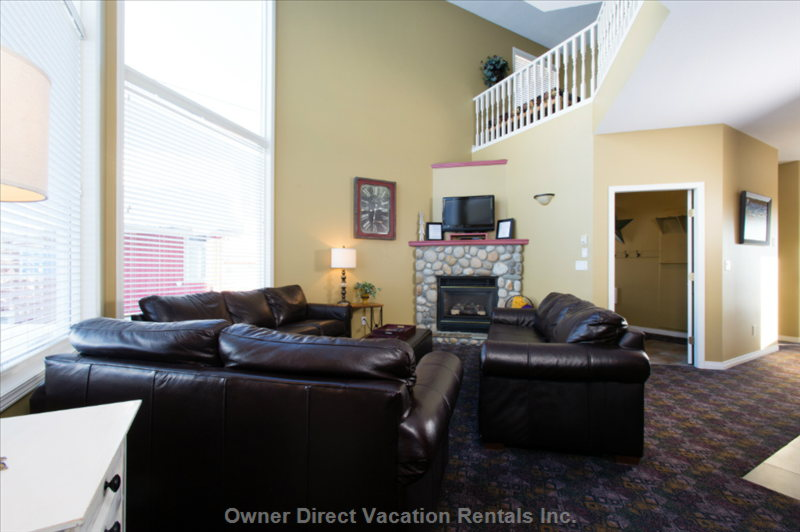 The Living Room Offers Great Reading Places by the Fire and has Expansive Views of Christmas Bowl and Alpine Meadows.