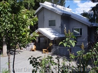 Convenient Location in Whistler - Minutes to Whistler Village and Ski Lifts. Year round Accommodation. Summer Packages
