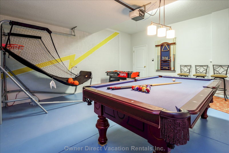 Games Room with 8ft Pool Table