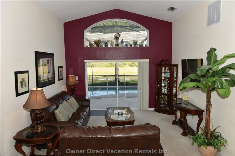 Family Room with 47'' Led Cable Tv and Water View