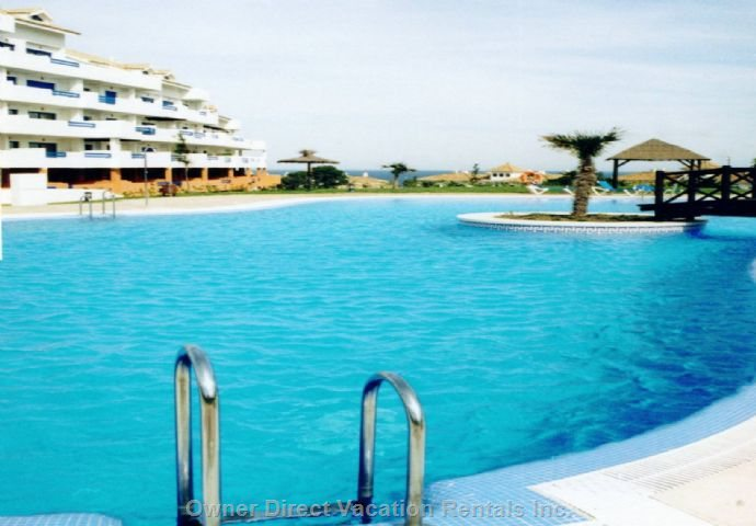 Duquesa Suites Pool