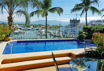 Beautiful 4 Br Marina Front Double Condo