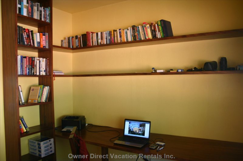 Office with Internet Access and Nice Library