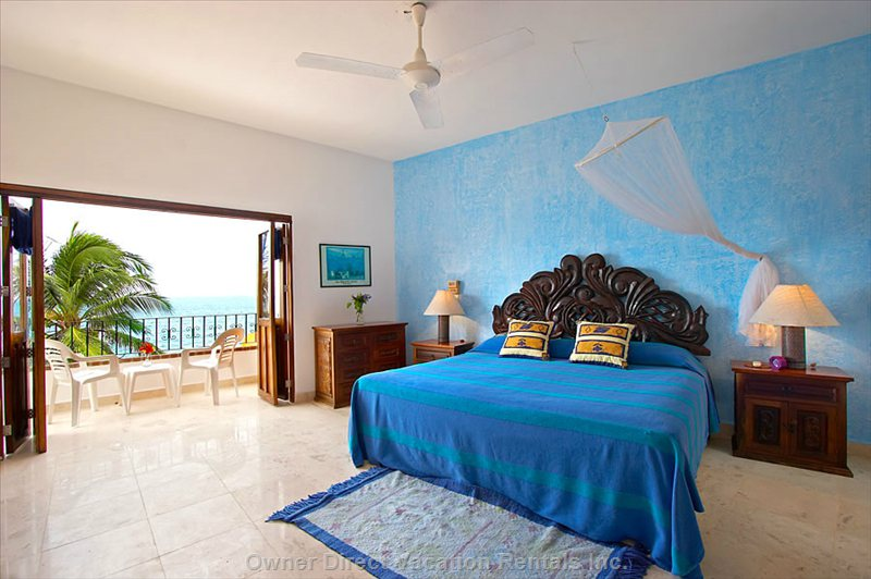 Blue Bedroom with King Bed, a/C, Bath En Suite