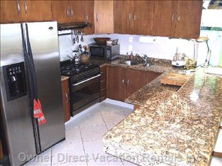 Fully Equipped Modern Kitchen- Even a Dishwasher!