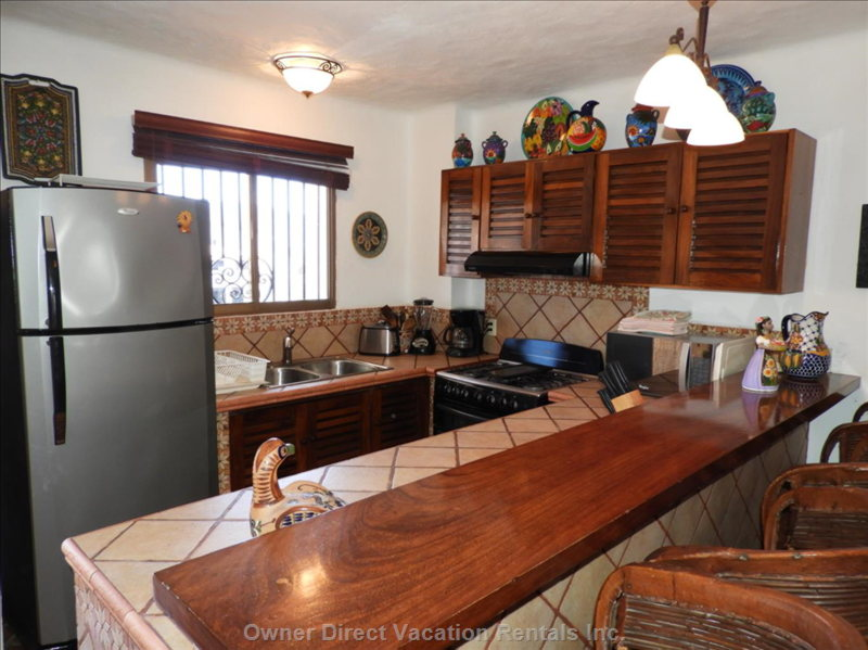 Fully Equipped Kitchen with Large Seating Bar for 4