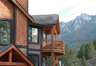 Mountain Style Top Floor 2 Bedroom Condo in Radium Hot Springs