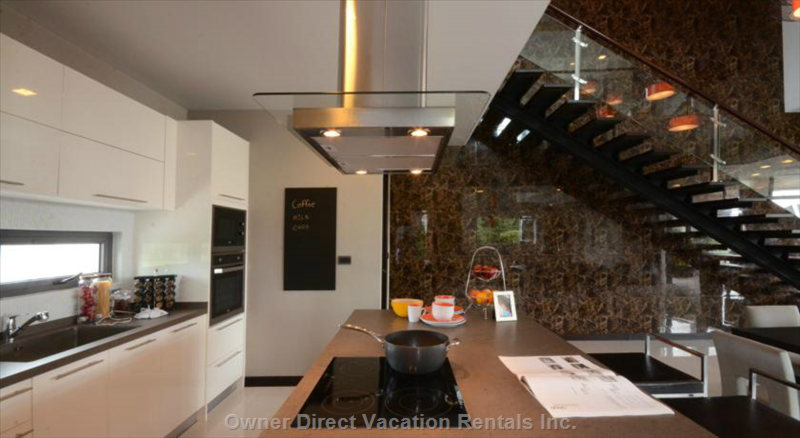 Specious Fully Equipped Kitchen with a Big Island