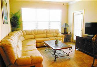 Beautiful 3 Bed Condo Close to all Amenities and Only 10 Minutes from Disney