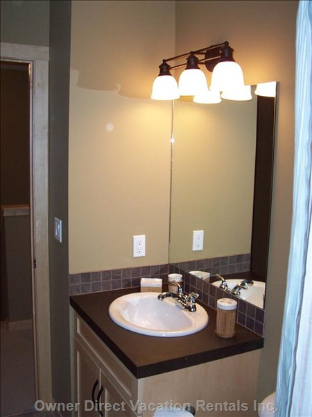 Upstairs Washroom W/Shower Tub