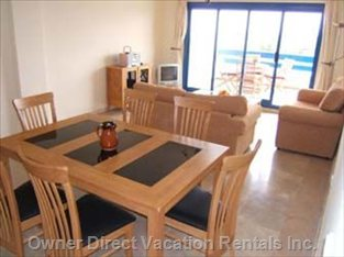 Large Sitting/Dining Room with Satellite TV
