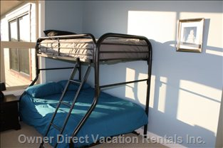 3rd Bedroom with Bunks has Great Sun-drenched Bench
