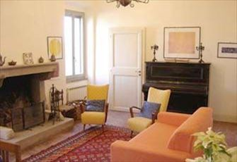 Apartment within a 3-storey Roman and Medieval house,