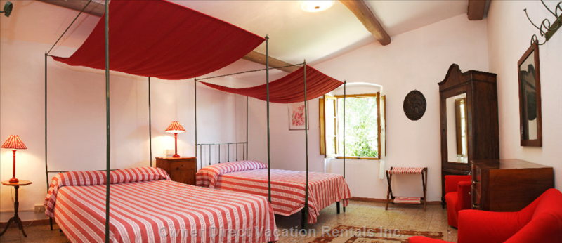 Bedroom with Cannopy Beds