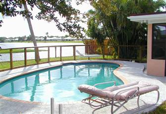 Lakefront House, Furnished, Pool, Wifi, and Fenced Yard