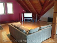 A Large, Comfy Loft W/a New Led Tv and Plenty of Board Games. Great Kids Area.