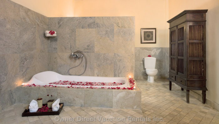Queen Bedroom Bathroom