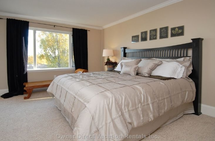 King Master Bedroom with Walk in Closet