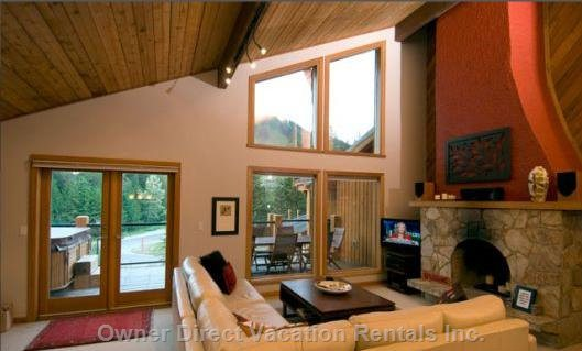 Living Room - Awesome Views of the Ski Slopes