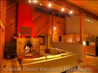 Fireplace, Larege Cozy Living Room with Leather Couch, Great Mountain Views