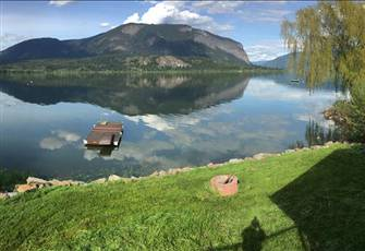 Large Waterfront Family Home and Natural Wooded Area near Salmon Arm Bc (Tappen)