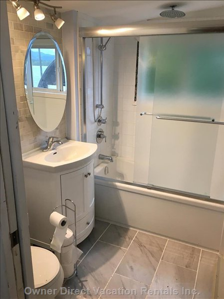 Second Bathroom with Full Tub/Shower