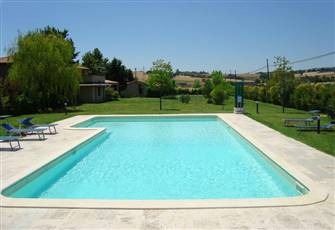 An Elegant Property w/1 Ha of Garden, Parking And A Swimming Pool (16m x 8-6m)