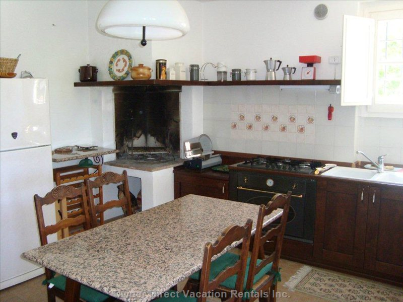 Kitchen with all Comforts (Also Fireplace and Microwave)