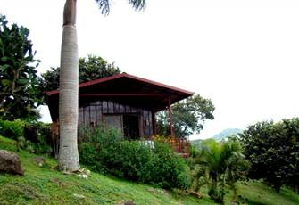 Cozy Cabin on 17 Acre Property, Close to Grecia, Spectacular Views, Pool/Gardens