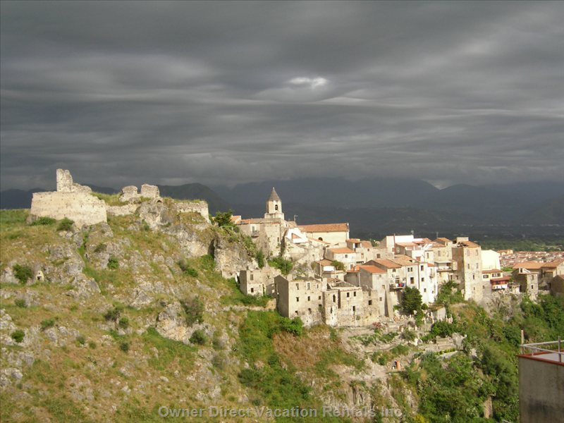 Scalea Old Town...An El Greco Look-Alike. 8 K's Away.