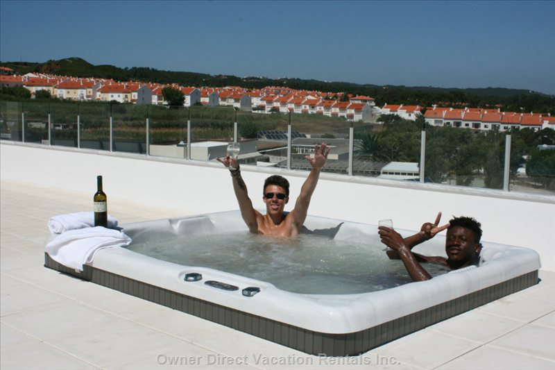 Enjoy the Jacuzzi ! on the Roof Terrace.