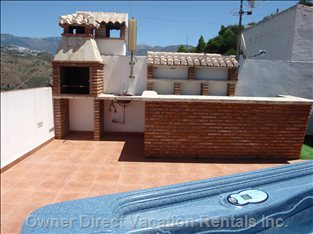 Roof-top Terrace with Outdoor Jacuzzi, Bbq, Bar