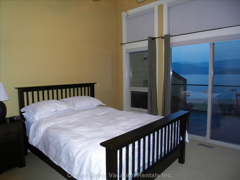 Beautiful Lake Views from Master Bedroom & Ensuite with Soaker Tub