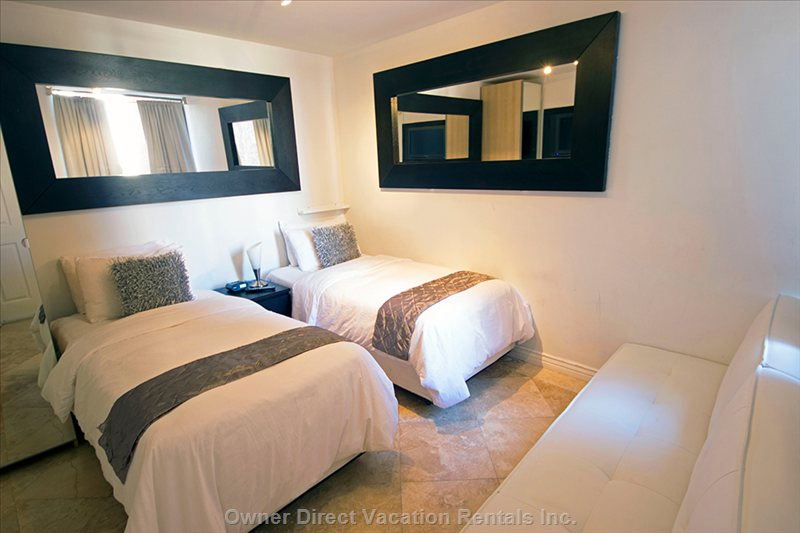 Bedroom with 1 King Or 2 Twin Beds