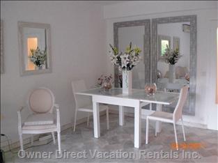 He Dining Areat - Dining Table with Four Chairs in the Living Room