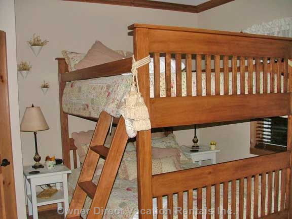 Bedroom with Queen Size Bunk Bed