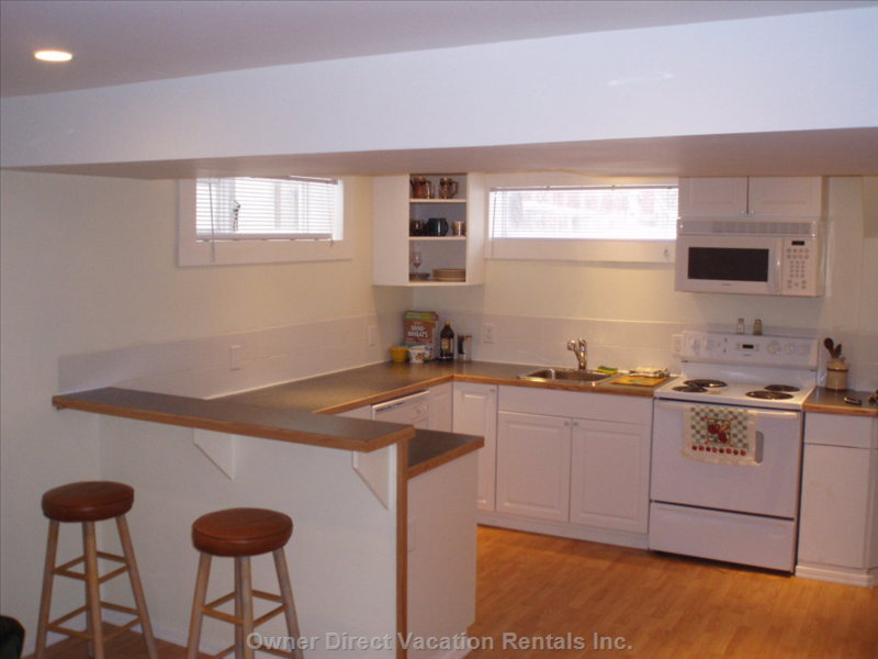 Fully Equipped Private Kitchen - Dishwasher, Fridge, Stove, Microwave