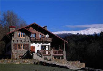 Quiet Chalet by Mountains and Rivers