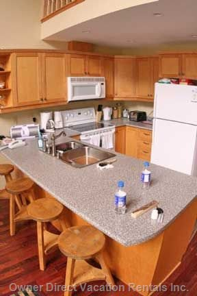 Ample Size Kitchen with Large Oven & Built in Appliances