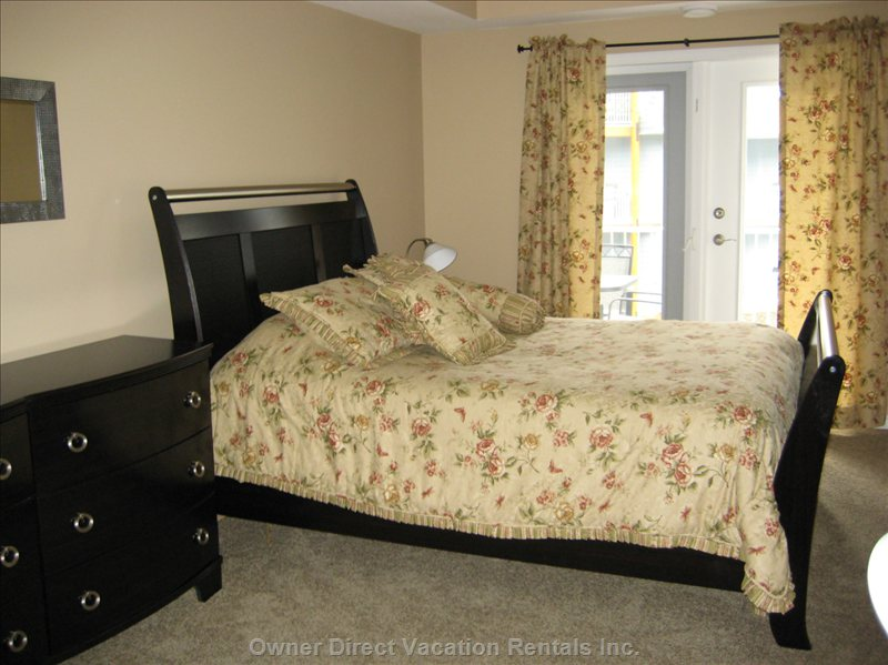 Sicamous - the Narrows - Master Bedroom