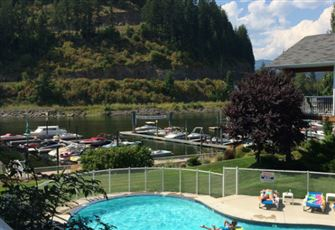 First Class Condo on Shuswap Lake, Book Early. Always a Sell Out.