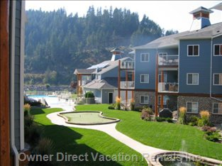 "Courtyard with Fountain, Putting Green, Hot Tub and  the Only ""Infinity Pool"" in Sicamous"
