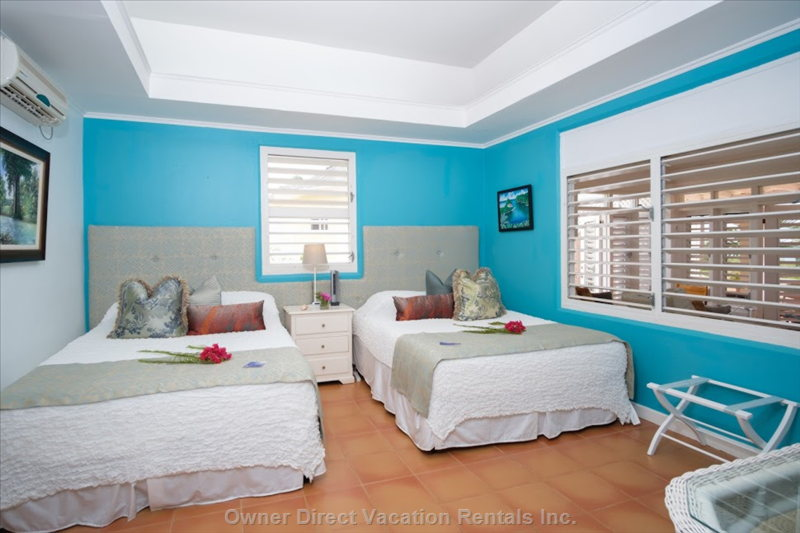 Air Conditioned Turquoise Bed Room  2 Queen Beds with Ensuite  Bathroom