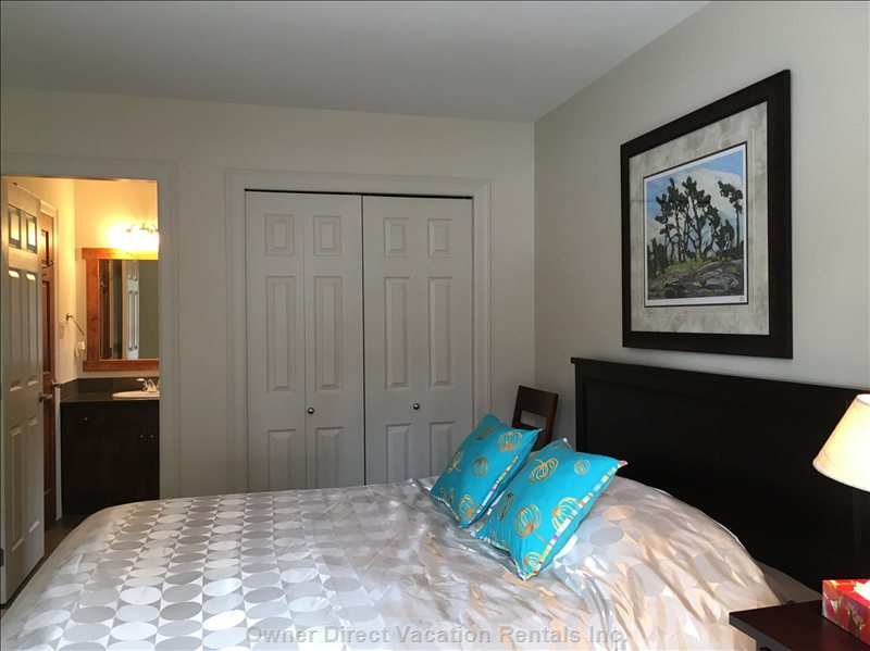 Queen Room with Attached Ensuite Bathroom on Mid Level