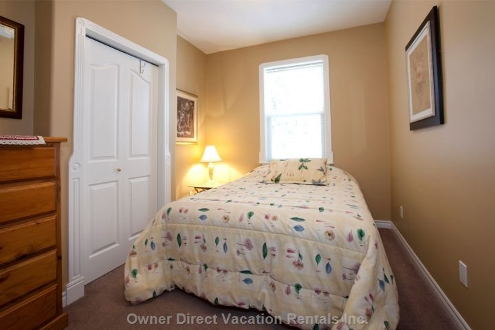 2nd Bedroom ( Queen)