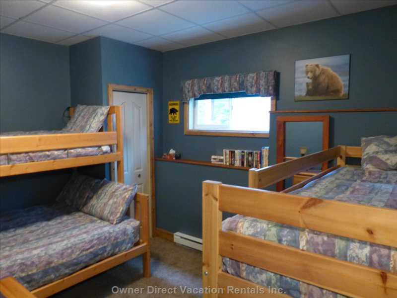 Bunk Bedroom with Single/Queen Bunk and Single/Single Bunk