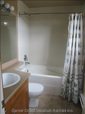 Relaxing Bath in the Master En-suite