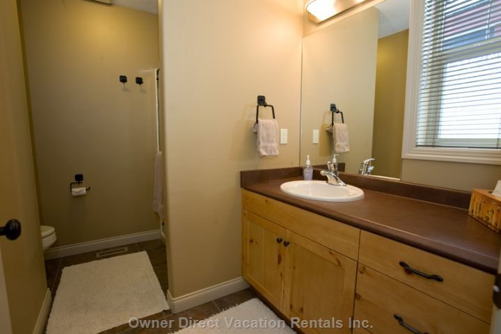 Master Bedroom Ensuite, Upper Level