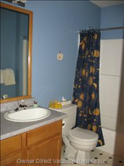 Bunk Room Ensuite - Full Bath and Shower.