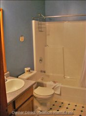 Bunkroom Ensuite - Full Bath and Shower.